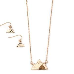 Mountain Pendant Necklace Set